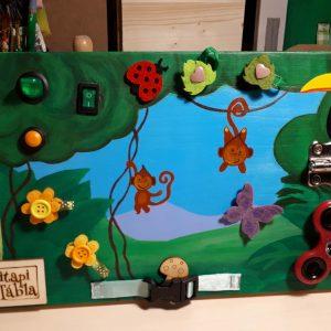 Ösztönanyu | Montessori szülőknek, matatófal, tipi-tapi tábla