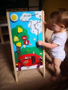 Ösztönanyu   Montessori szülőknek, matatófal, tipi-tapi tábla